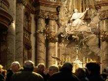 Fotografie der BeichtstŸhle in der Karlskirche samt Seitenaltar, danielGranbild menschen, besucher, SchŸler, Dr. Sammer, Altar, Lift